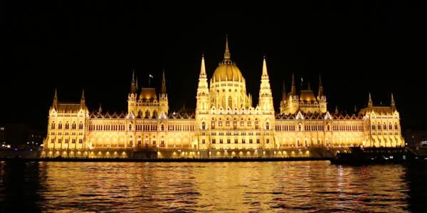 Будимпешта ноќе